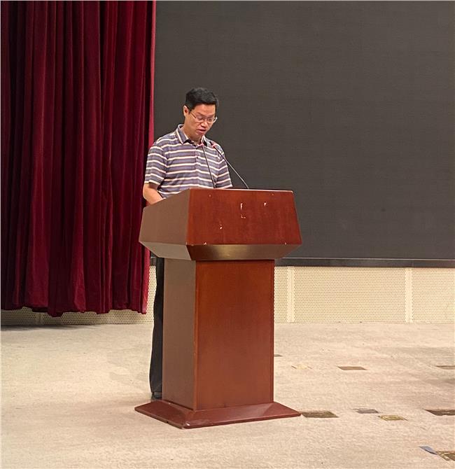 汪立祥常务副理事长代表协会二届常务理事会作《江苏省科普场馆协会2019年工作总结及2020年重点工作安排》报告