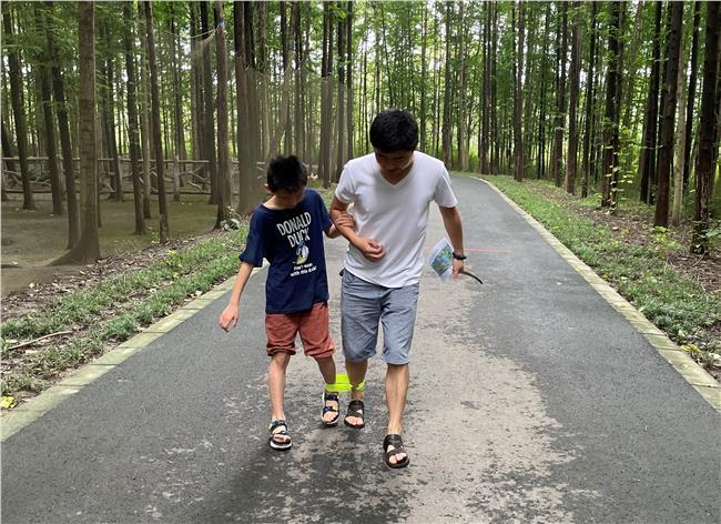 父子默契-绑腿跑